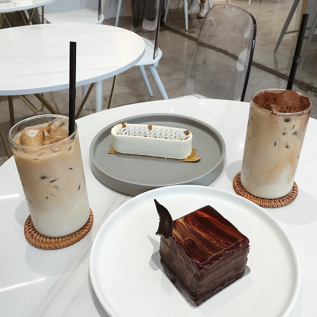 MIni cakes with ice coffee at Etre Patisserie
